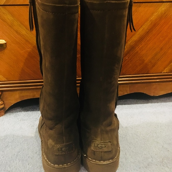 b1e739f4e96 Ugg Elly boot In chocolate. excellent condition